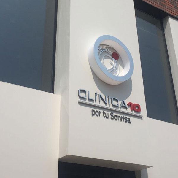 rotulo fachada clinica 10