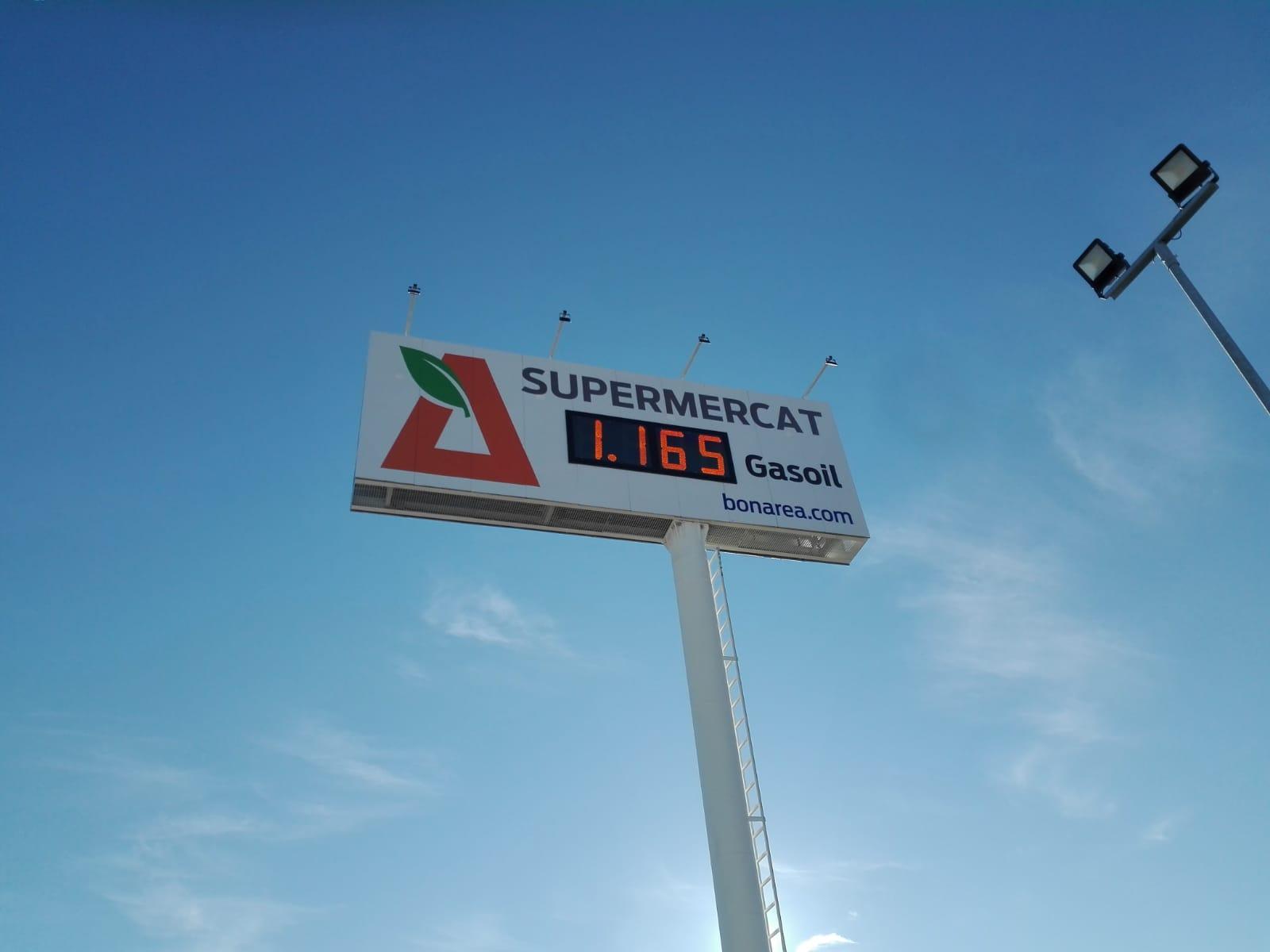 monoposte gasolinera publicitario