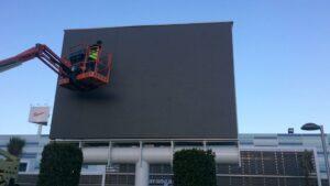 monoposte galvanizado con pantalla led