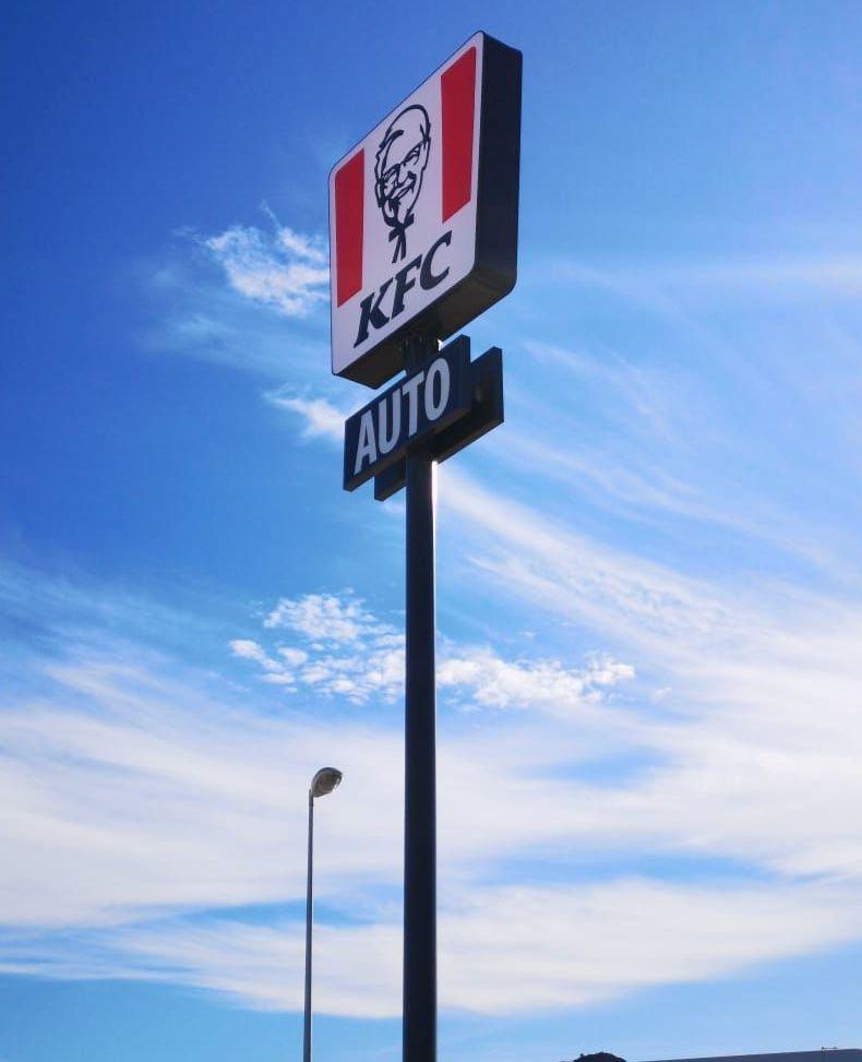Monoposte corporativo KFC