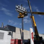 Monoposte publicitario Audi